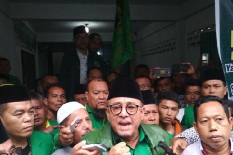 Ketua DPW PPP Sumut Yulizar Parlagutan Lubis di Kantor DPW PPP Sumut Jalan Raden Saleh, Medan, Kamis (11/1/2018).