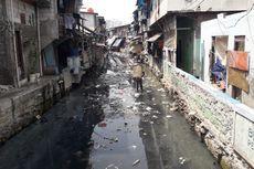 Sampah Masih Saja Berserakan di Kali Krukut di Tanah Abang