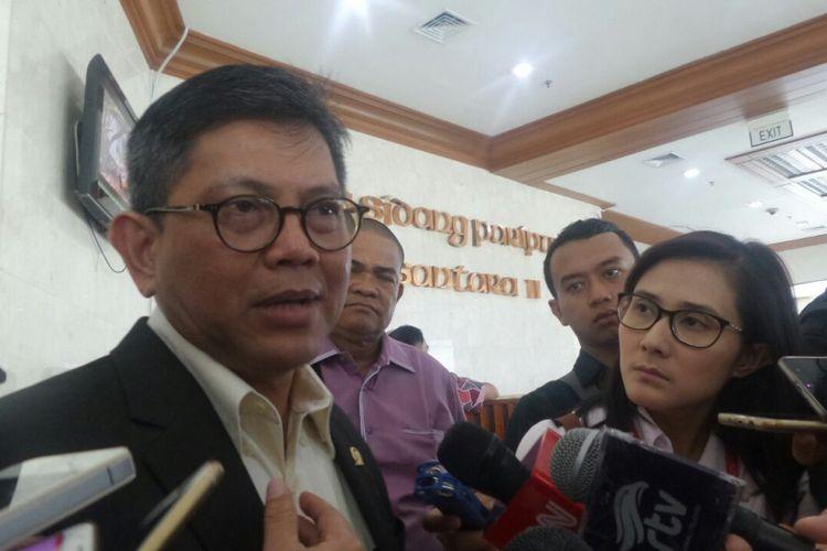 Wakil Ketua Pansus Hak Angket KPK, Taufiqulhadi di Kompleks, Parlemen, Senayan, Jakarta, Selasa (11/7/2017).