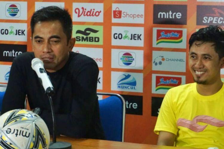 Pelatih PSS Sleman Seto Nurdiyantara dan Kapten Tim, Bagus Nirwanto saat jumpa pers usai laga melawan Arema FC