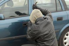 Pencuri Mobil Telepon Korbannya dan Bertanya Cara Menghidupkan Mesin