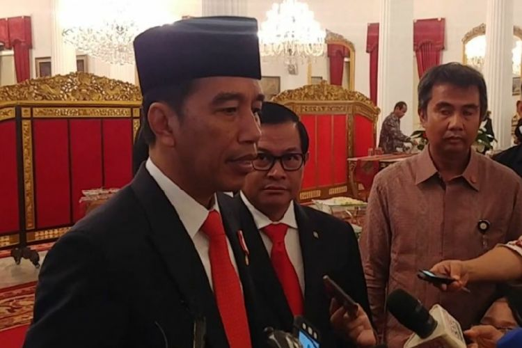 Presiden Joko Widodo saat diwawancarai wartawan di Istana Negara, Jakarta, Selasa (20/2/2018).