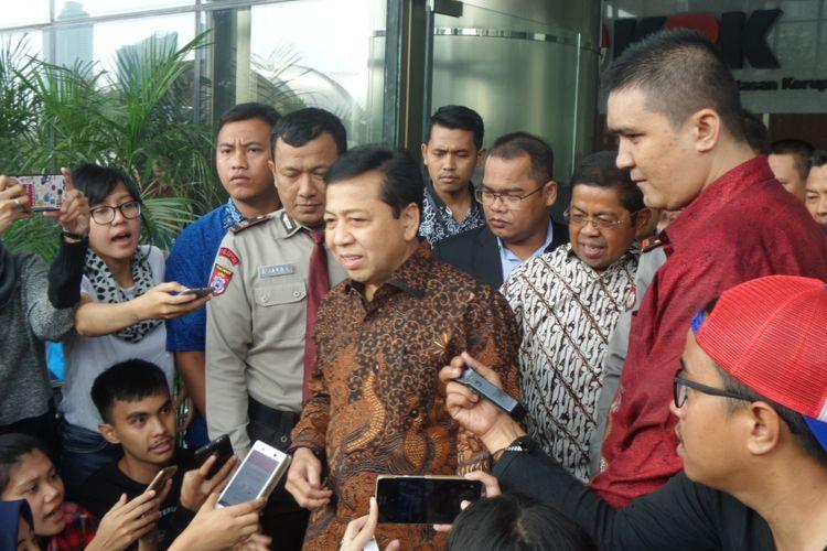 Ketua DPR Setya Novanto seusai diperiksa di Gedung KPK Jakarta, Jumat (14/7/2017).