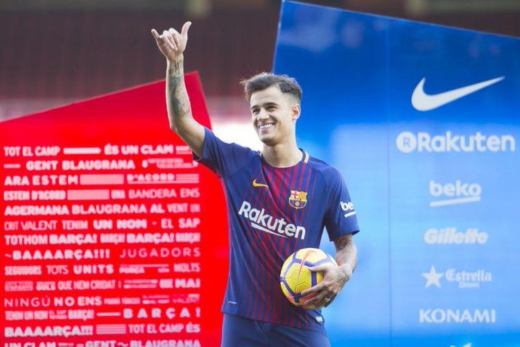 Philippe Coutinho saat diperkenalkan kepada suporter Barcelona.