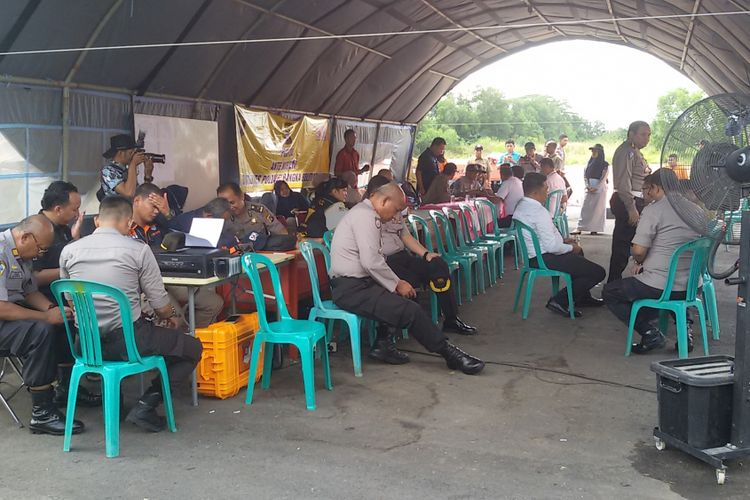 Salah satu tenda posko penyambutan jenazah korban Lion Air JT 610 di Bandara Depati Amir, Pangkal Pinang.