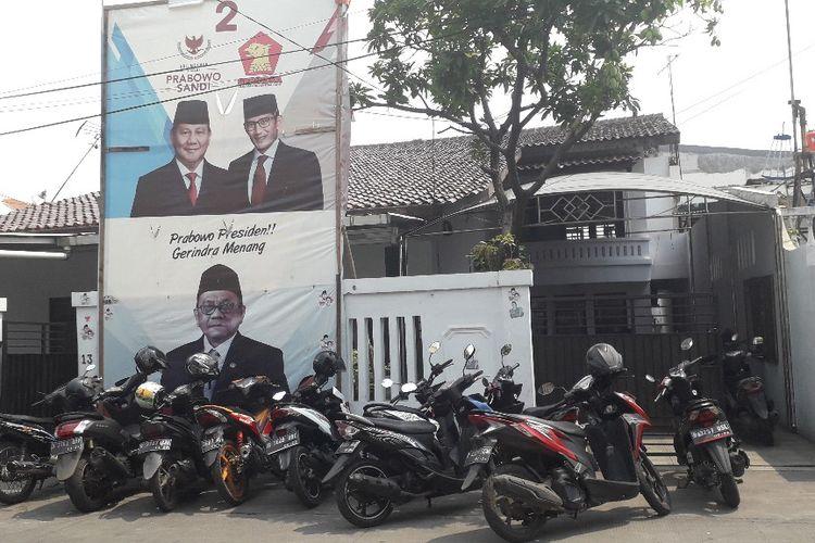 Tampak depan posko pemenangan calon anggota DPRD DKI Jakarta M Taufik di kawasan Warakas, Jakarta Utara, Selasa (16/4/2019).