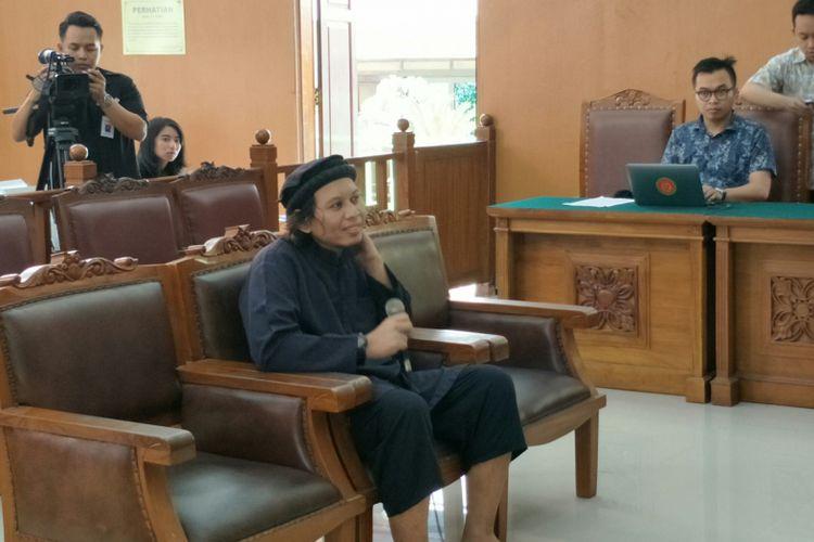 Achmad Supriyanto, saksi dalam sidang kasus peledakan bom di Jalan MH Thamrin pada Januari 2016 dengan terdakwa Aman Abdurrahman, saat bersaksi dalam persidangan di Pengadilan Negeri Jakarta Selatan, Jumat (16/3/2018).