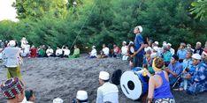 Meriahnya Doa Bersama Masyarakat Banyuwangi Di Pinggir Pantai