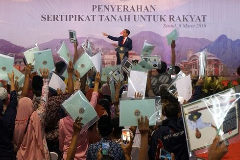 Jokowi Bagikan 15.000 Sertifikat, Terbanyak Sepanjang Masa Jabatannya