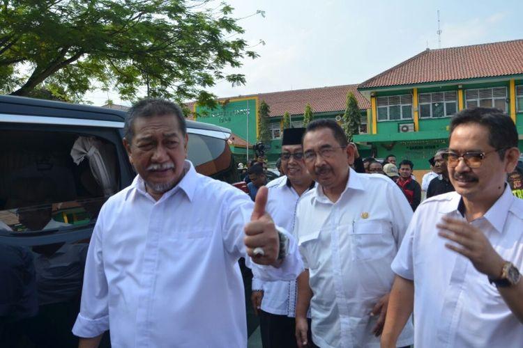 Wakil gubernur Jawa Barat Deddy Mizwar seusai kunjungan kerja ke SMKN 1 Garut.