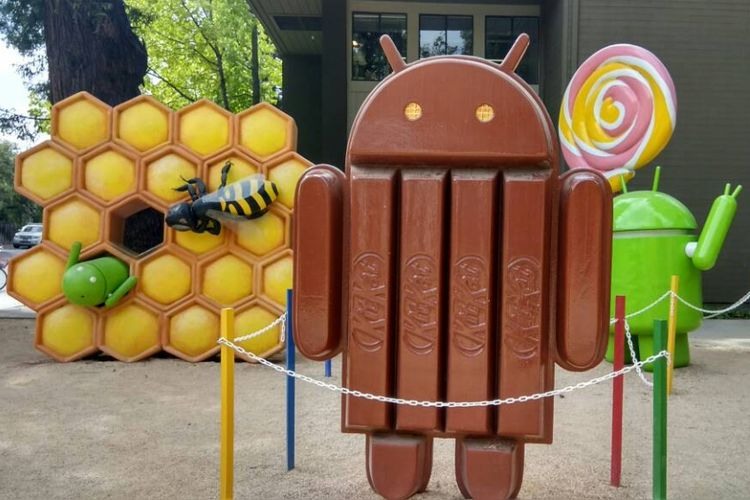 Patung logo-logo Android di Googleplex, kantor pusat Google di Mountain View, AS.