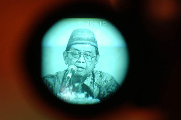 Abdurrahman Wahid. Gambar diambil pada Minggu (25/4/2004).