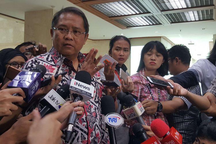 Menteri Komunikasi dan Informatika Rudiantara saat ditemui setelah rapat dengar pendapat soal keamanan data pengguna kartu seluler dengan Komisi 1 DPR RI, Senin (19/3/2018) di Jakarta.