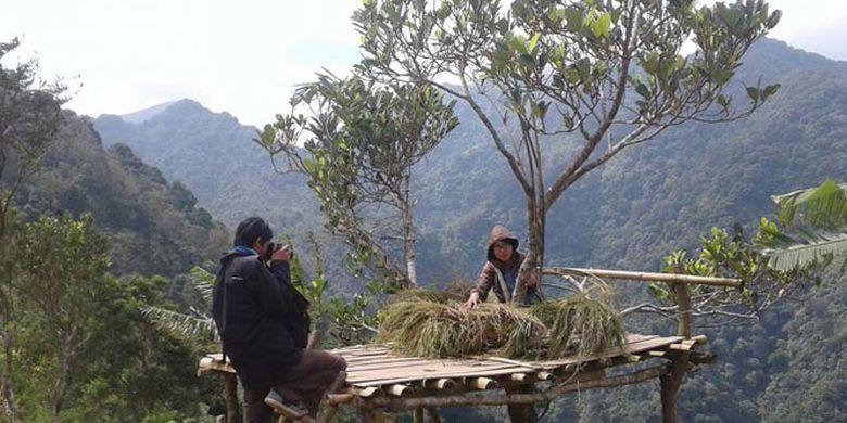 Kokohnya dinding Gunung Muria seolah menyambut kedatangan bagi siapa pun yang berkunjung ke Desa Ternadi, Kecamatan Dawe, Kudus, Jawa Tengah.