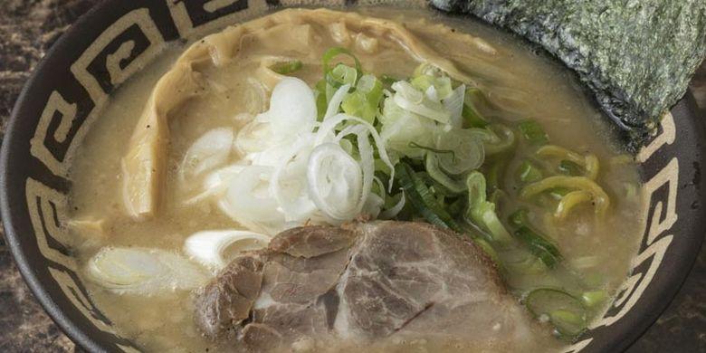 Ramen Tori-paitan Shoyu. Lezat dan kentalnya kuah tidak disangka hanya diambil dari kaldu ayam saja.