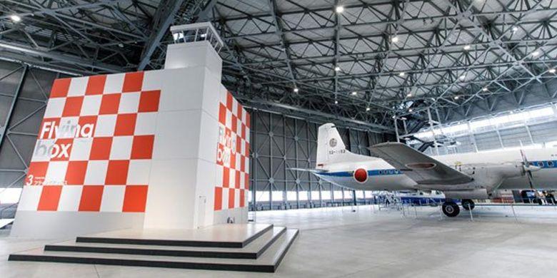 Flying Box di museum pesawat yang berlokasi di Prefektur Aichi, Jepang. Di sini para pengunjung dapat melihat atraksi dengan layar yang menyuguhkan film dengan pemandangan dari atas pesawat hingga akrobat di udara.