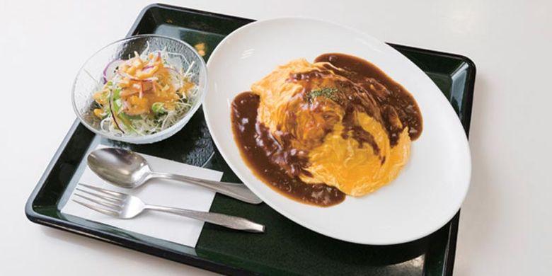 Hidangan omelette rice di Food court di Daimaru, Kyoto, Jepang yang dijual dengan harga 900 Yen.