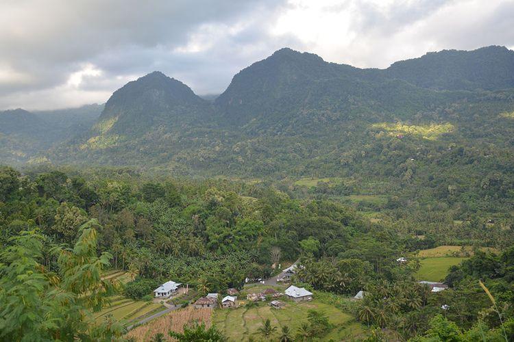 Kawasan Lembah Sawu di bawah kaki gunung api Ebulobo, Kecamatan Mauponggo, Kabupaten Nagekeo, NTT, Kamis (28/2/2019). Kawasan ini sebagai pos untuk trekking ke puncak gunung api Ebulobo.