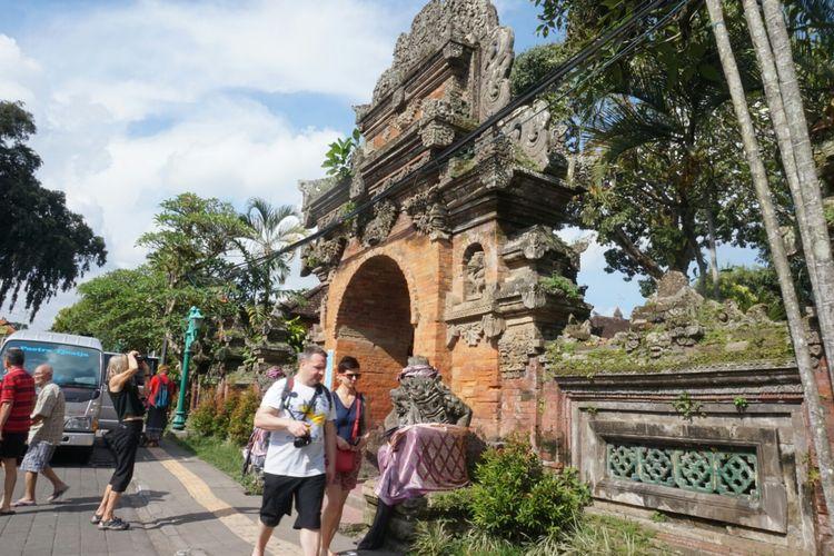 Pinti masuk ke Puri Ubud Gianyar Bali