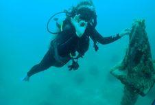 Melihat 'Monas' di Kedalaman 15 Meter Laut Kepulauan Seribu