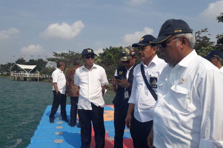 Menteri PUPR Basuki Hadimuljono meninjau persiapan Jakabaring Sport City Center untuk perhelatan Asian Games XVIII, Jumat (13/7/2018).