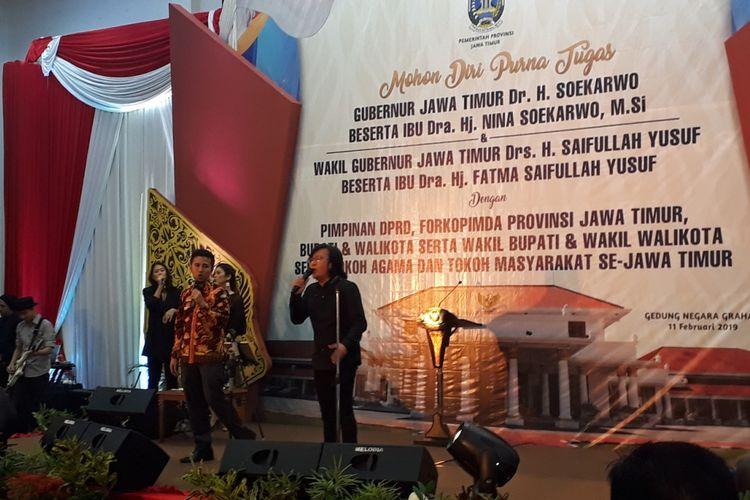 Wagub Jatim terpilih Emil Dardak duet nyanyikan lagu Kangen di Gedung Negara Grahadi Surabaya, Senin (11/2/2019) malam