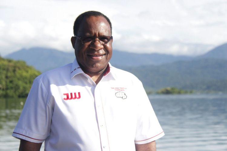 Bupati Jayawijaya John Wempi Wetipo mendapat dukungan dari PDI Perjuangan sebagai calon gubernur pada Pilkada Papua 2018.