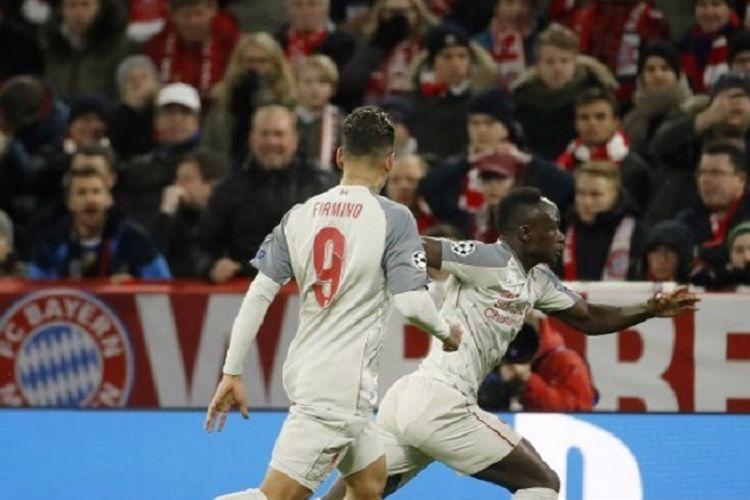 Penyerang Liverpool, Sadio Mane (kanan), merayakan gol yang dicetaknya pada babak 16 besar Liga Champions antara Bayern Muenchen vs Liverpool di Allianz Arena, Rabu (13/3/2019) atau Kamis dini hari WIB.