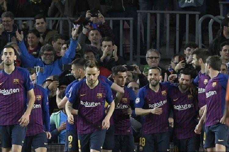 Skuad Barcelona merayakan gol yang dicetak Lionel Messi via titik penalti pada babak 16 besar Liga Champions antara Barcelona vs Lyon di Camp Nou, Rabu (13/3/2019) atau Kamis dini hari WIB.