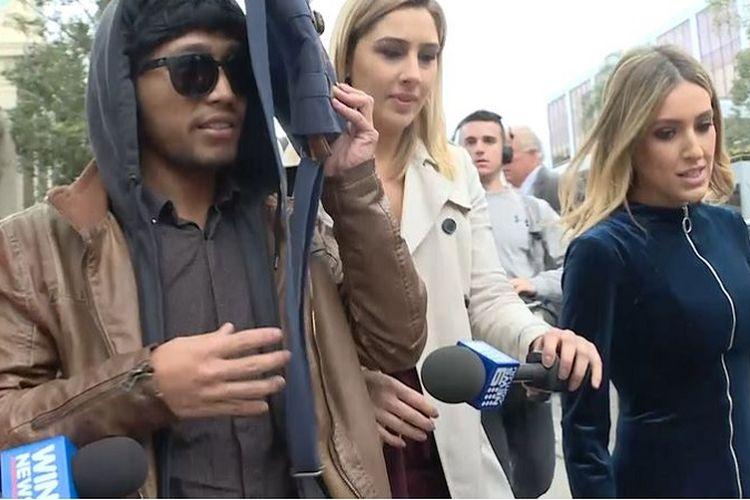 Rico Auliaputra (26) dikejar-kejar media Australia sesaat setelah meninggalkan gedung pengadilan kota Wollongon, New South Wales.