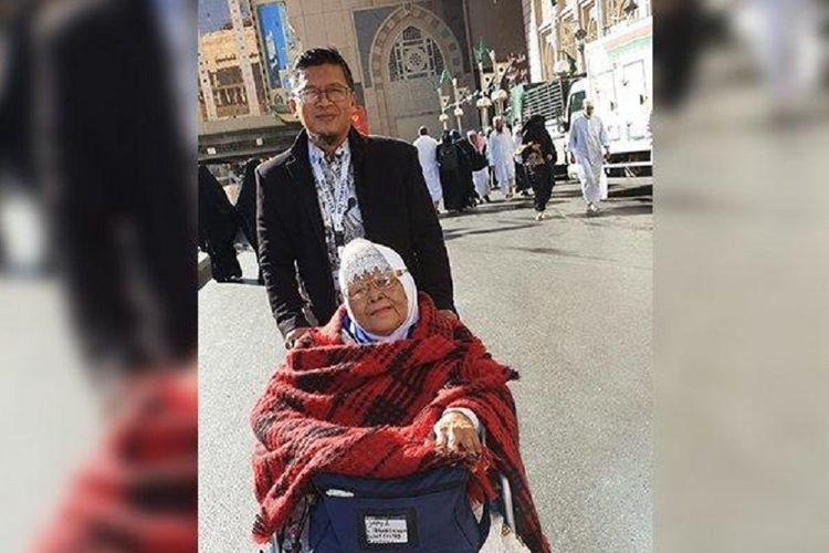 Ibunda Abdullah Gymnastiar atau Aa Gym, Yetty Rochayati, meninggal dunia di Rumah Sakit Hasan Sadikin (RSHS) Bandung, Minggu (28/4/2019) sekitar pukul 05.18 WIB.