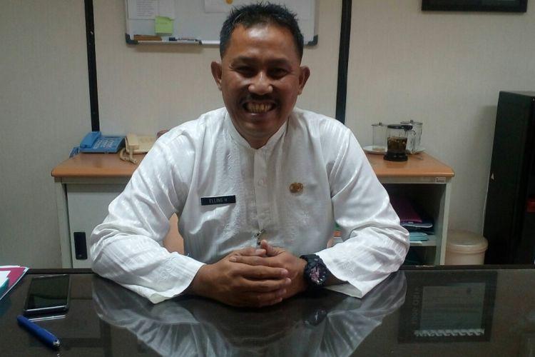 Kepala Unit Pelayanan Pajak Kendaraan Bermotor (PKB) dan bea balik nama kendaraan bermotor (BBNKB) Kota Administrasi Jakarta Barat, Elling Hartono saat ditemui di gedung Samsat Jakarta Barat, Kamis (27/7/2016).