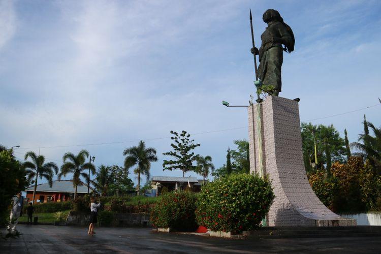 Salah satu ikon Kota Ambon, monumen pahlawan Kristina Martha Tiahahu.