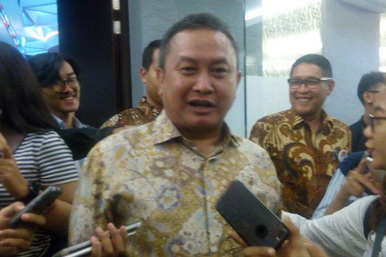 Kepala Eksekutif Pengawas Pasr Modal Otoritas Jasa Keuangan (OJK), Hoesen di Main Hall Bursa Efek, Jakarta Selatan, Senin (26/11/2018).