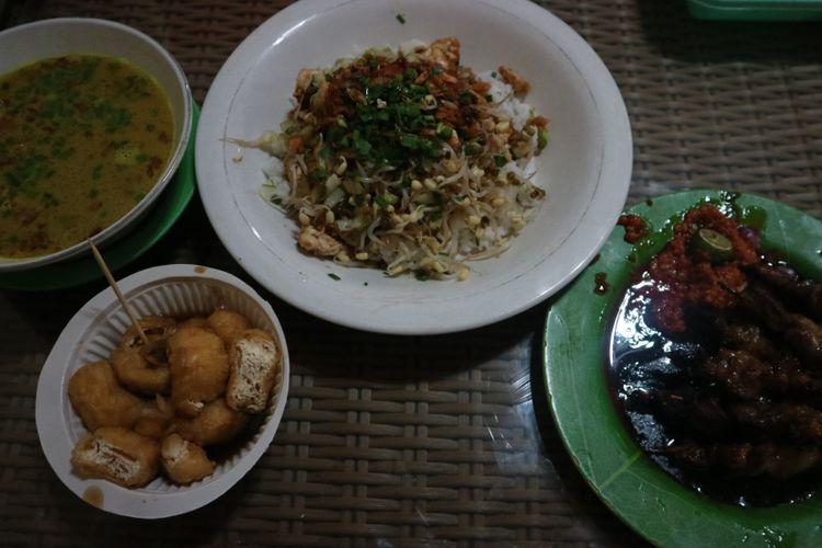 Ragam hidangan khas Cirebon, ada nasi lengko, empal gentong, dan tahu gejrot.