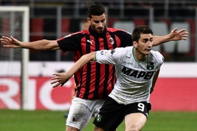 Mateo Musacchio mengawal Filip Djuricic pada pertandingan AC Milan vs Sassuolo dalam lanjutan Liga Italia, 2 Maret 2019.