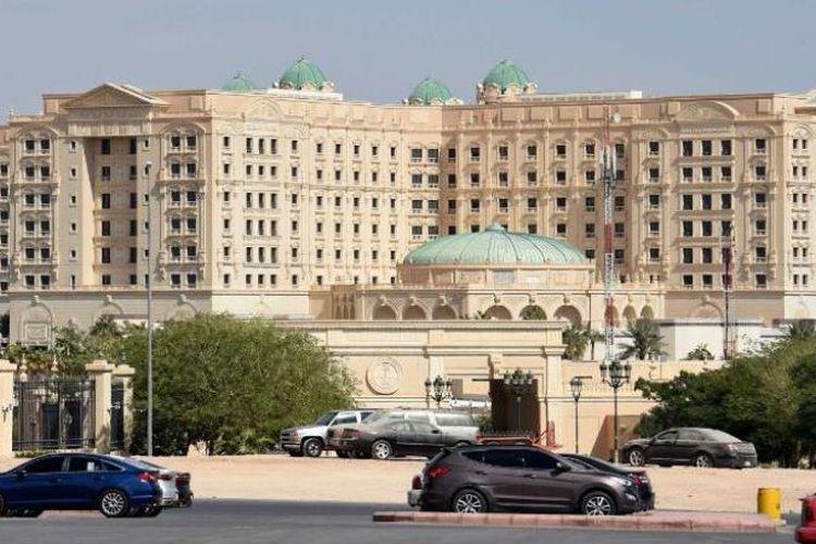 Hotel Ritz-Carlton di Riyadh yang menjadi tempat penahanan para tersangka kasus korupsi di Arab Saudi.