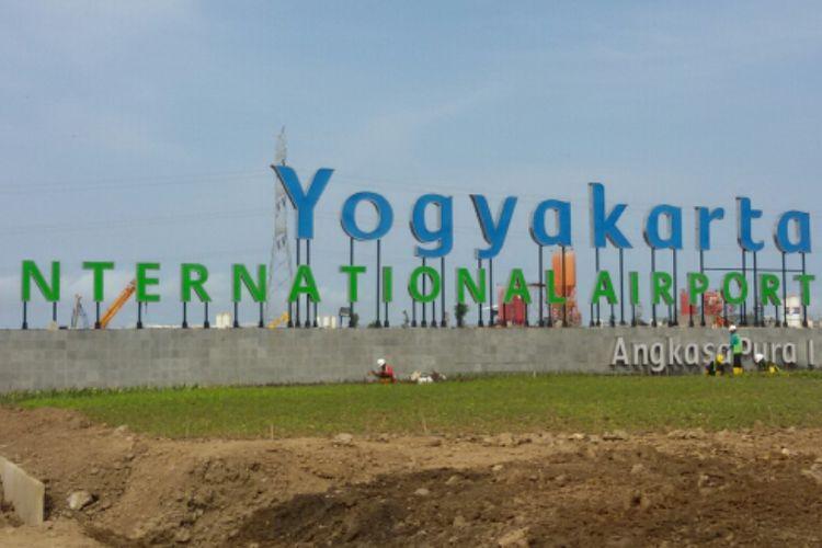 Pintu masuk bandara Yogyakarta International Airpor di Kecamatan Temon, Kabupaten Kulon Progo, Daerah Istimewa Yogyakarta.