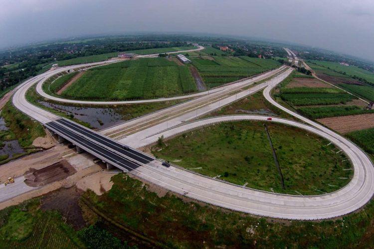 Suasana ruas jalan tol Mojokerto Barat - Mojokerto Utara, Jawa Timur, Selasa (28/06/2016). Ruas jalan tol ini akan digunakan sementara untuk jalur mudik lebaran.