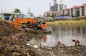 Sampah Kayu hingga Kulkas Kiriman Daerah Hulu Kerap Ditemukan di Kanal Banjir Barat