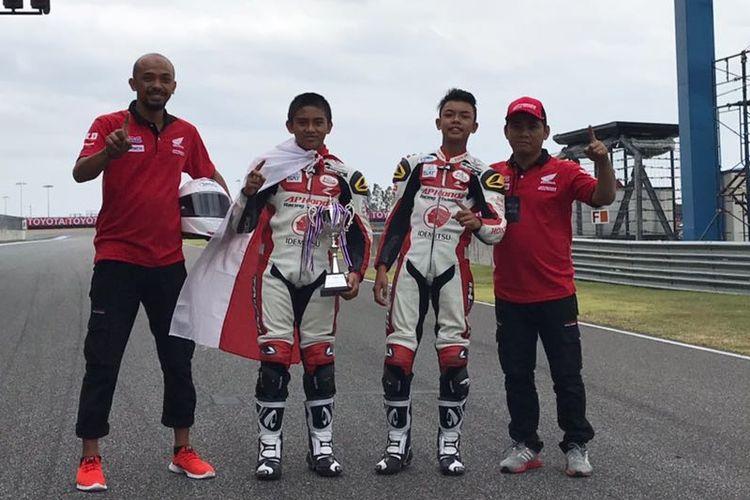 Dua pebalap muda Honda Indonesia.