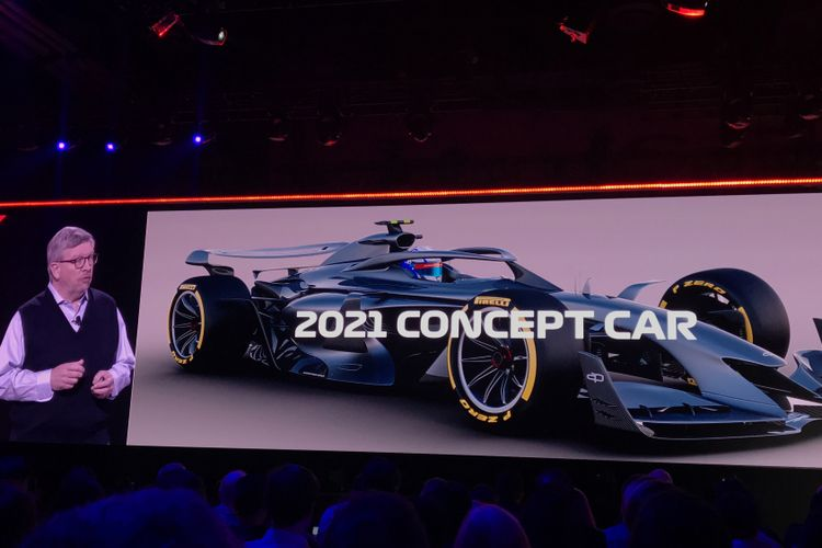 Managing Director F1, Ross Brawn, tengah menjelaskan konsep mobil Formula 1 untuk musim balap 2021 di acara re:Invent 2018 yang digagas Amazon Web Services di Las Vegas pada 29 November 2018.
