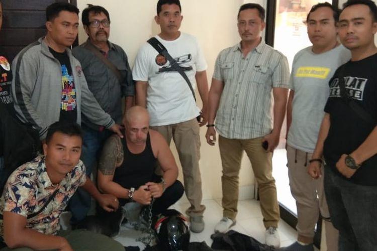 Warga negara Bulgaria Krasimir Stoykov alias Stoykov (bertato) ditangkap usai melakukan aksi skimming di Seminyak, Bali