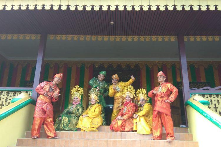 Traditional Dress Experience Tawarkan Sensasi Jadi Raja Melayu Sehari