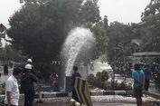 Pipa Bocor di Puri Kembangan Jakbar karena Tertabrak Mobil