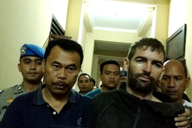 WN Perancis Dorfin Felix setekah tertangkap di hutan Pusuk dan kembali ke sel tahanannya di Rutan Polda NTB, Jumat malam (1/2/2019)
