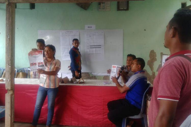 Suasana pemungutan suara ulang di TPS 27 Kelurahan Oesapa, Kecamatan Kelapa Lima, Kota Kupang, Nusa Tenggara Timur, Sabtu (27/4/2019)
