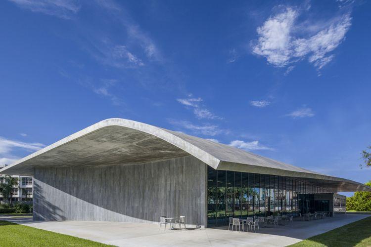 Bangunan ini didesain oleh firma Arquitectonica