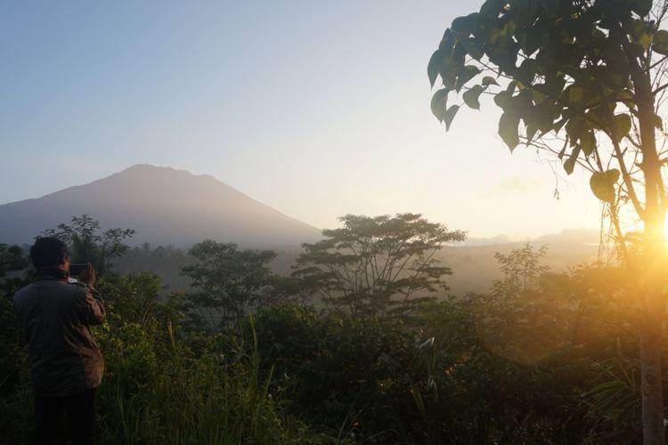 Suasana pagi hari Jumat (29/9/2017) di Pos Pantau Gunung Agung yang berjarak 12 kilometer.