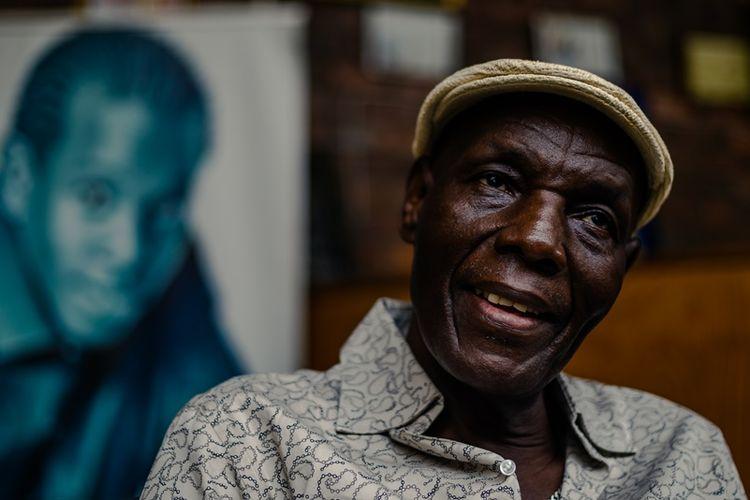Penyanyi asal Zimbabwe, Oliver Mtukudzi, yang dianggap sebagai legenda aliran afro-jazz oleh masyarakat Zimbabwe.